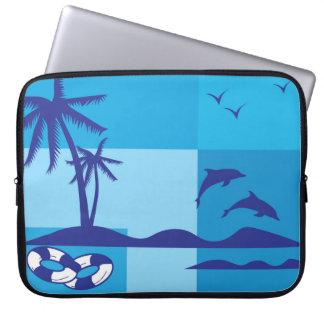 夏季休暇のビーチのヤシの木の青のイルカ ラップトップスリーブ