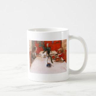 夕食を食べている子供 コーヒーマグカップ