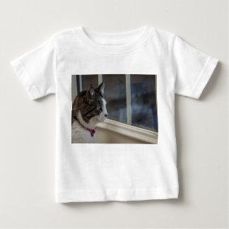 外へ行くより暖かい天候の夢を見ること ベビーTシャツ