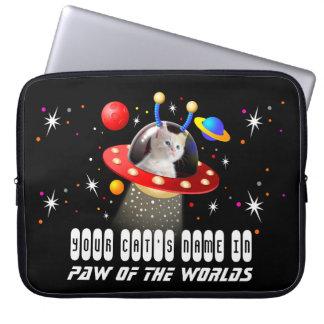 外国の宇宙船UFOのサイファイのフィルムにあなたの猫を置いて下さい ラップトップスリーブ