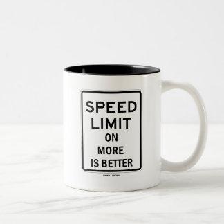 多くの制限速度はよりよいです(印のユーモア) ツートーンマグカップ