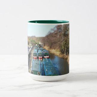 多くの運河ボート ツートーンマグカップ