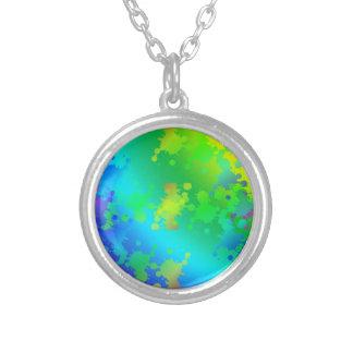 多彩および多彩な色のしぶき シルバープレートネックレス