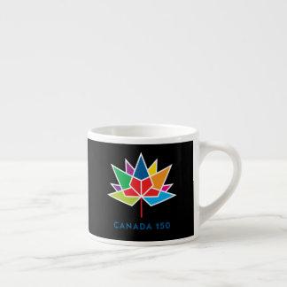 多彩でおよび黒いカナダ150の役人のロゴ- エスプレッソカップ