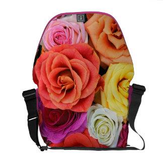 多彩なバラパターンデザイン暖かい調子 メッセンジャーバッグ