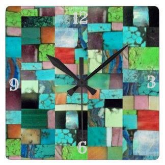 多彩な宝石用原石のモザイク一見の時計のターコイズ スクエア壁時計