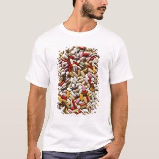 多彩な数々のビタミンの丸薬の背景、 Tシャツ