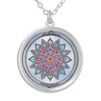 多彩な曼荼羅の銀によってめっきされるネックレス シルバープレートネックレス