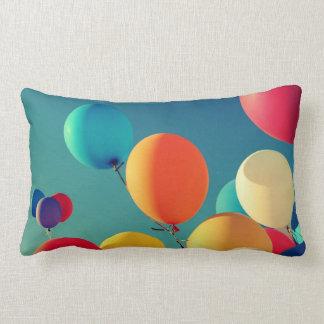 多彩な気球の装飾用クッション ランバークッション
