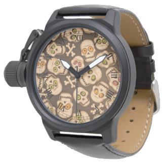 多彩な目が付いている茶色のスカルの頭部 腕時計