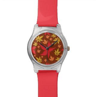 多彩な紅葉が付いている背景 腕時計