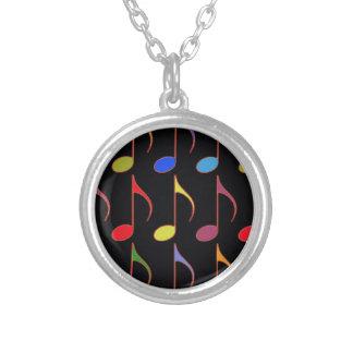 多彩な音符パターン シルバープレートネックレス