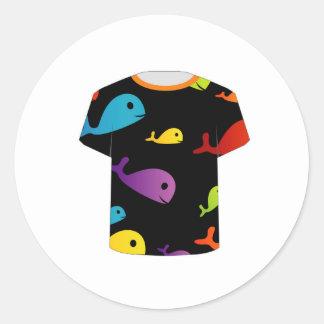 多彩な魚が付いているTシャツ ラウンドシール
