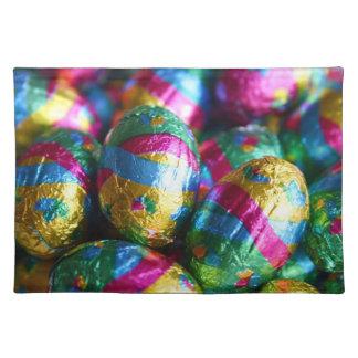 多彩に包まれたなチョコレートイースターエッグキャンデー ランチョンマット