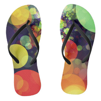 多彩の虹の円はパターンをつけます ビーチサンダル