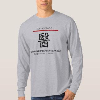 多忙なマッサージのプロフェッショナルの長袖T Tシャツ