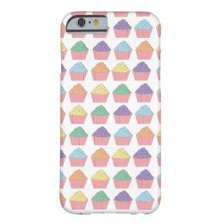 多数のカップケーキ BARELY THERE iPhone 6 ケース