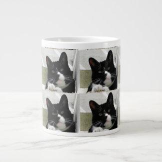 多数のタキシード猫パターン ジャンボコーヒーマグカップ