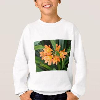 多数の開花を持つオレンジユリ スウェットシャツ