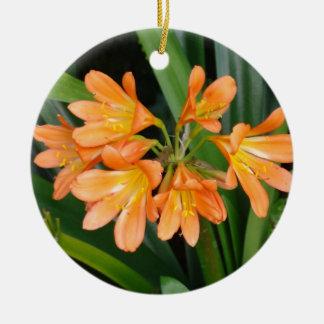 多数の開花を持つオレンジユリ セラミックオーナメント