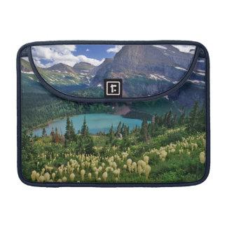 多数のGrinnell湖の上のBeargrass MacBook Proスリーブ