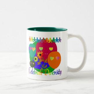 多様性を祝って下さい ツートーンマグカップ