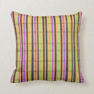 多色のでストライプのな枕 クッション