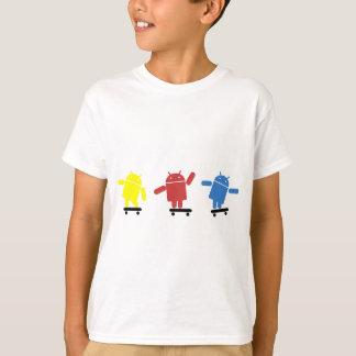 多色のな人間の特徴をもつスケートボーダー Tシャツ