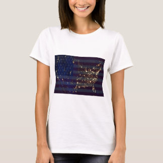 夜および米国Flag.jpgの宇宙からの米国 Tシャツ