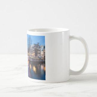 夜のアムステルダム運河 コーヒーマグカップ