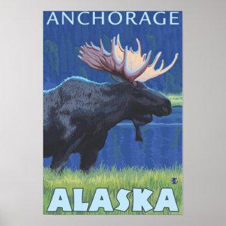 夜のアメリカヘラジカ-アンカレッジ、アラスカ ポスター