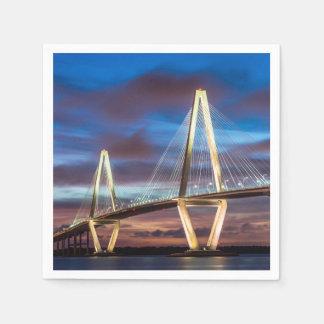 夜のアーサーRavenel橋 スタンダードカクテルナプキン