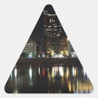 夜のコロンブスの都心のスカイライン 三角形シール