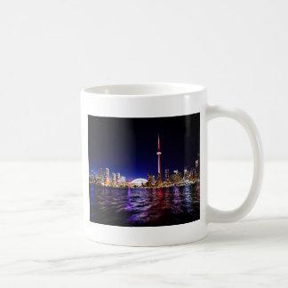 夜のトロントのスカイライン コーヒーマグカップ