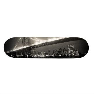 夜のニューヨークシティのウィリアムズバーグ橋 オリジナルスケートボード