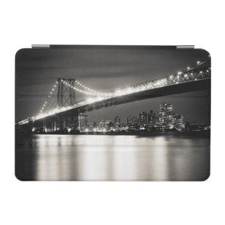 夜のニューヨークシティのウィリアムズバーグ橋 iPad MINIカバー