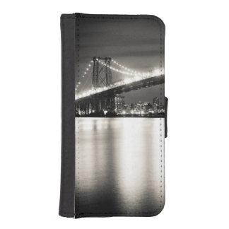 夜のニューヨークシティのウィリアムズバーグ橋 iPhoneSE/5/5sウォレットケース