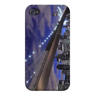 夜のニューヨークシティのスカイラインそしてブルックリン橋 iPhone 4/4S ケース
