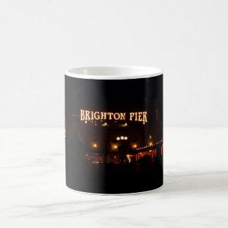 夜のブライトン桟橋 コーヒーマグカップ