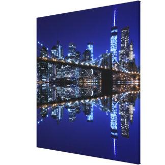 夜のブルックリン橋そしてマンハッタンスカイライン キャンバスプリント