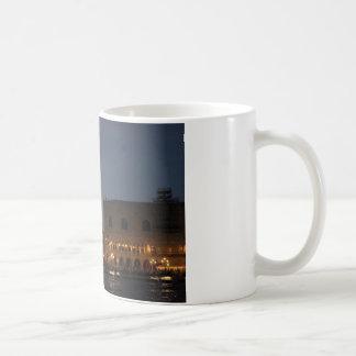 夜のベニス-サンのマクロ正方形 コーヒーマグカップ