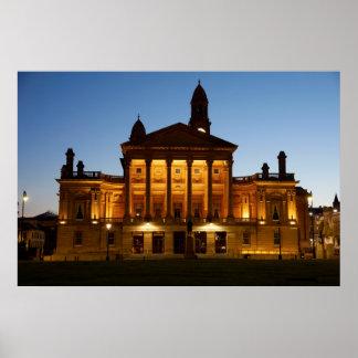 夜のペイズリーの市庁舎 ポスター