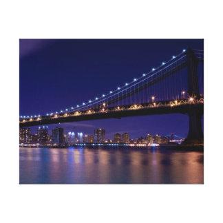 夜のマンハッタン橋の眺め キャンバスプリント