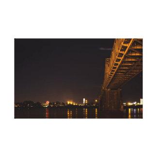 夜のルーイスビルの水辺地帯 キャンバスプリント
