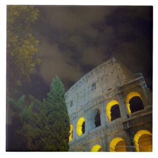 夜のローマのColoseumの眺め タイル