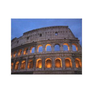 夜のローマのColosseum キャンバスプリント