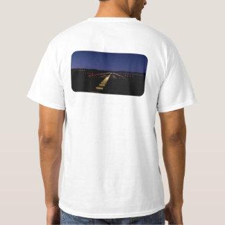 夜の空港走路 Tシャツ