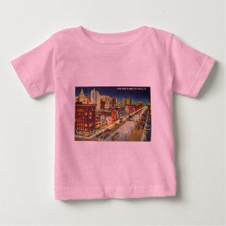 夜の運河の通り、ニュー・オーリンズ、ルイジアナ ベビーTシャツ