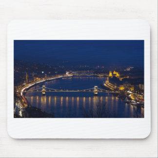 夜の鎖式吊り橋ハンガリーブダペスト マウスパッド