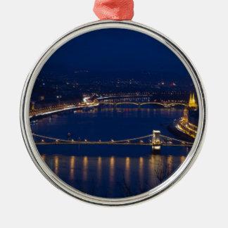 夜の鎖式吊り橋ハンガリーブダペスト メタルオーナメント